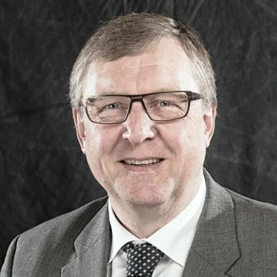 Erik Larsen, daværende formand for Videncenter for Svineproduktion, var en af de MRSA-positive svinefarme i 2011-undersøgelsen og også en af de fem bønder, som Landbrug & Fødevarer benyttede til at stævne staten for at forhindre offentliggørelse af MRSA.